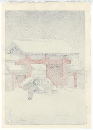 Snow at Shiba Daimon, 1936 by Hasui (1883 - 1957)
